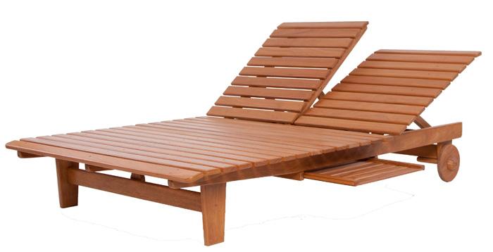 Espreguiçadeira dois lugares de madeira para piscina