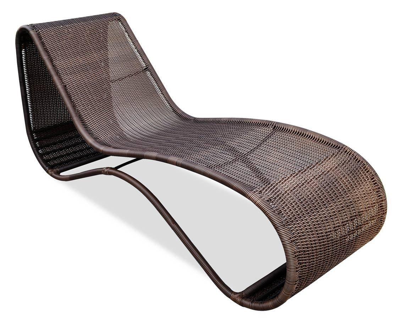 Cadeira de vime para piscina com formas orgânicas