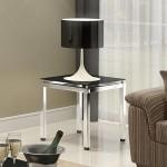 Mesa de canto usada para suporte de abajur decorativo