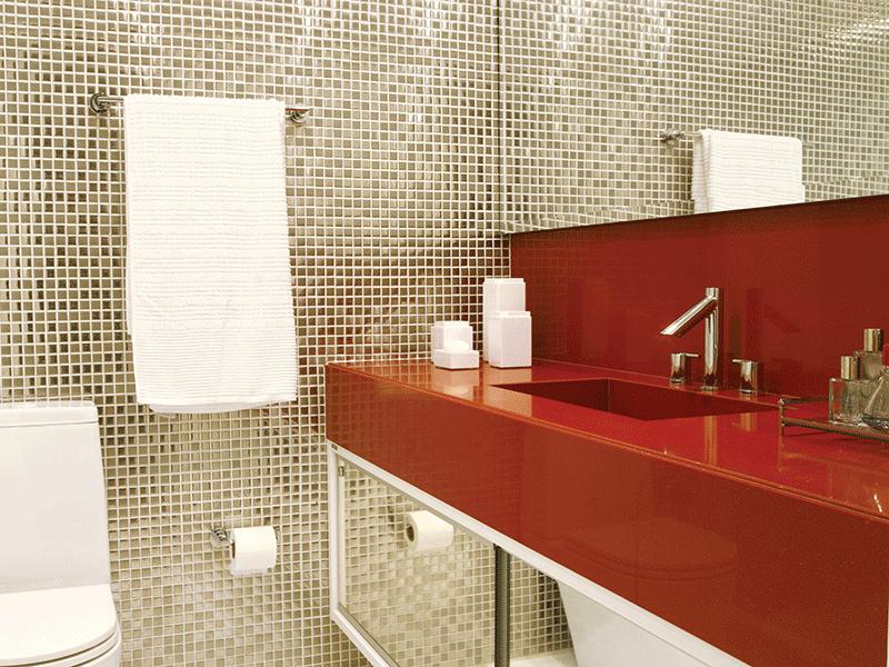 pastilhas de aço inox podem ser usadas no revestimento de banheiros, mesmo em locais expostos a umidade