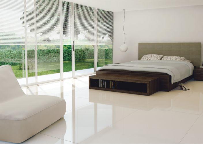 Revestimento de piso de quarto de casal em porcelanato polido
