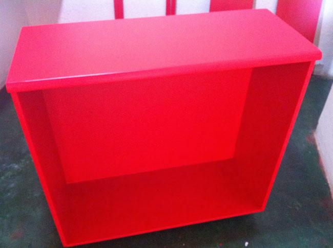 A pintura de móveis com tinta esmalte sintético garante o acabamento brilhoso e com bom recobrimento