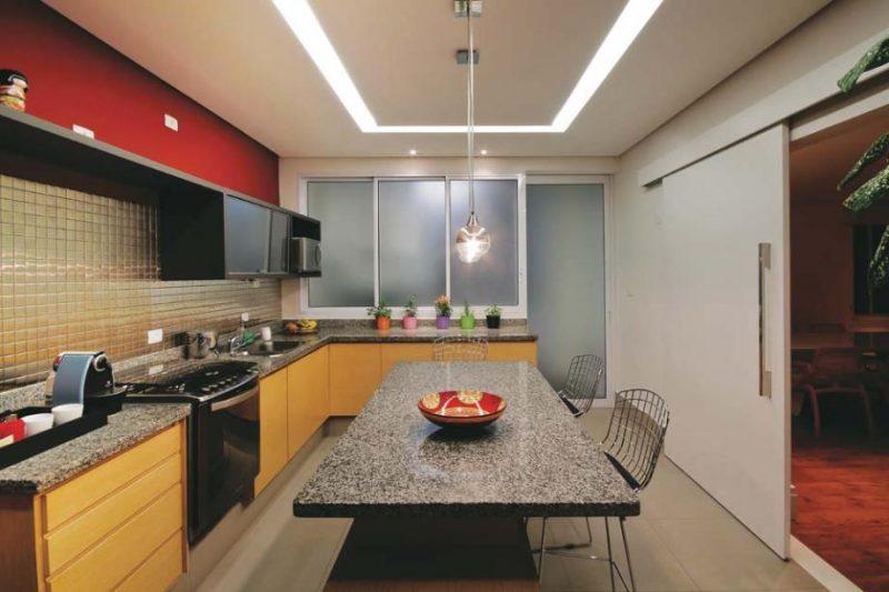 Iluminação de cozinha com spots de diversas maneiras