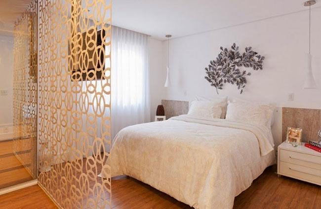 Divisória de vidro em quarto de casal adesivada
