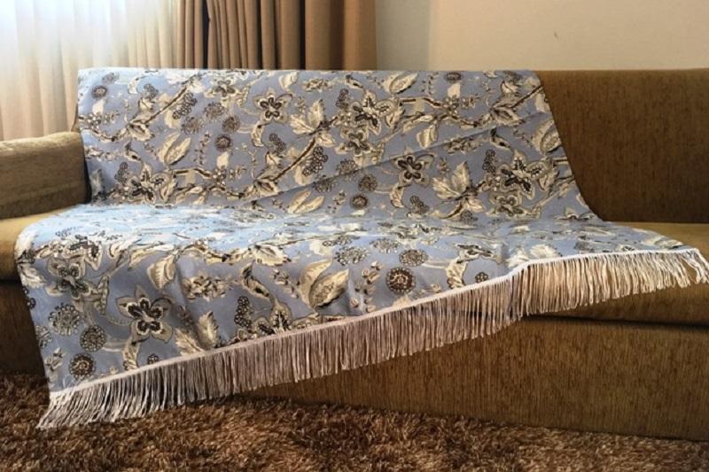 Manta para sofá com franjas e motivo floral