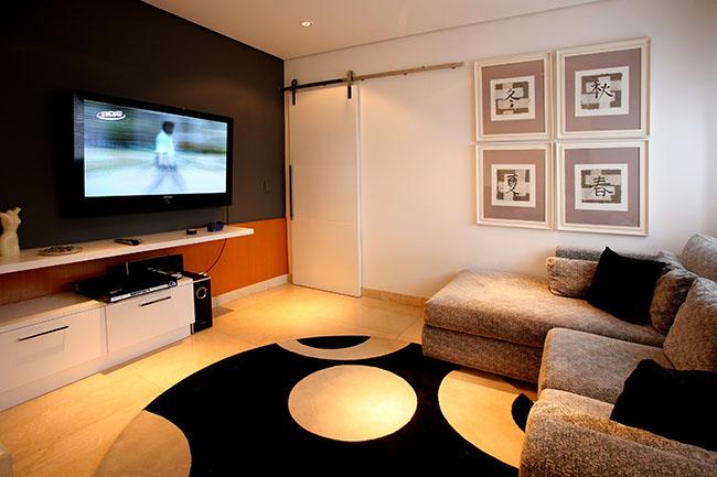 Os móveis para sala de TV podem inluir além do jogo de sofás e poltronas tradicional, um painel para a TV