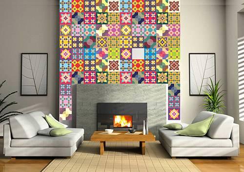 Decoração de parede de lareira na sala com azulejos antigos de diversos padrões