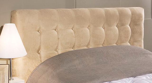 Cabeceira de cama de casal estofada com tecido liso bege