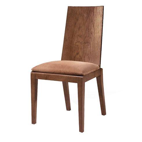 Você também pode optar por cadeiras mais rústicas ou mesmo com um visual metrô, como essa com estética art deco