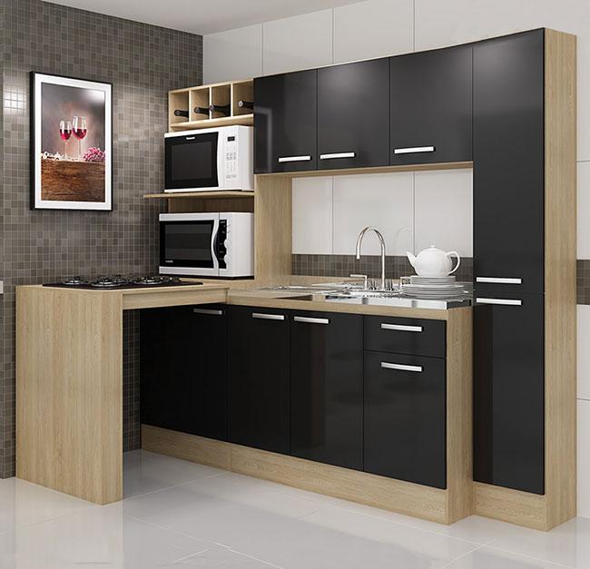 Projeto de cozinha compacta planejada com bancada de madeira em L