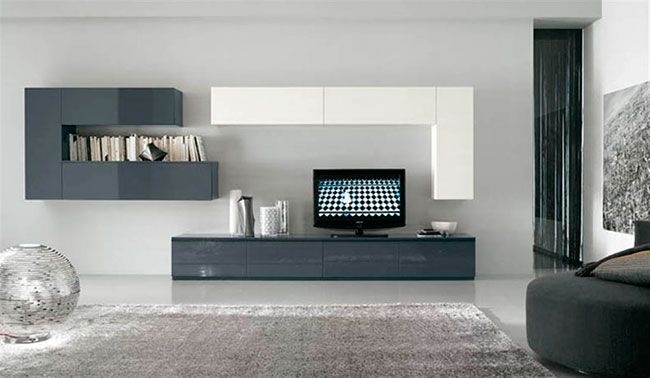 Sala minimalista decorada com aparador e estante com linhas simples e ortogonais e cores discretas