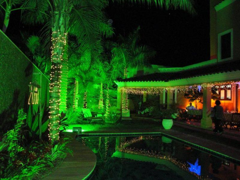 Resultado de imagem para iluminação com refletores de led jardim