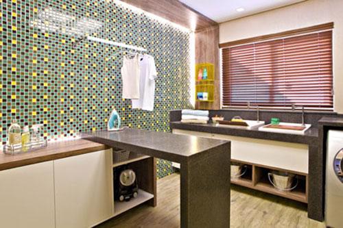 Revestimento de piso de cozinha com piso porcelanato madeira