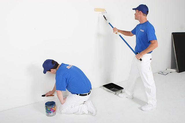 Repintura de parede com tinta branca antimofo