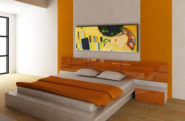Quarto de casal com pintura antimofo em laranja e branco
