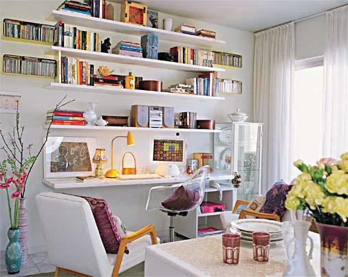Já essa sala de estar integra um espaço de estudos