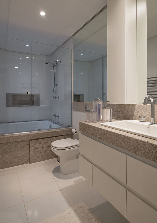 Caixa de banheira e bancada em aqualux claro