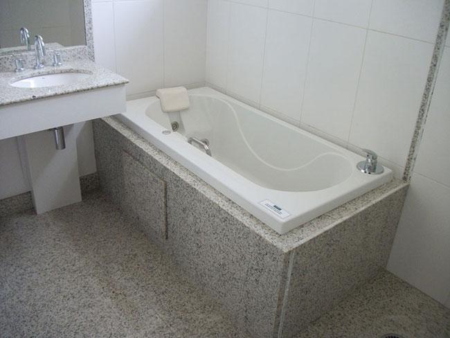 Granito Aqualux  Tipos, cores e preços -> Banheiro Medio Com Banheira