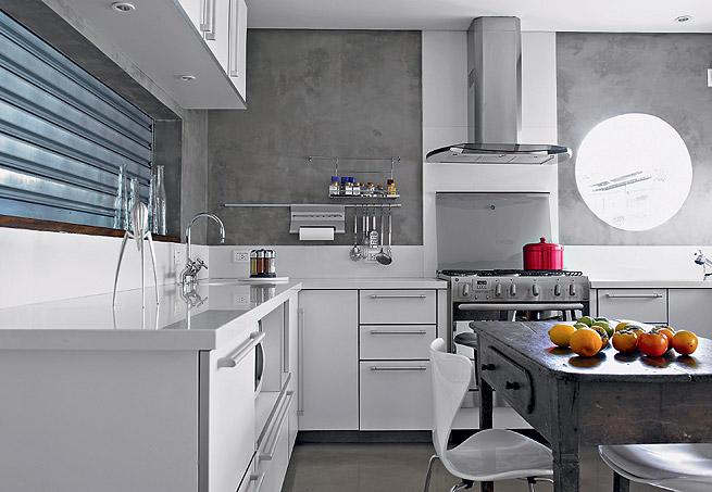 Cozinha moderna decorada co janela redonda