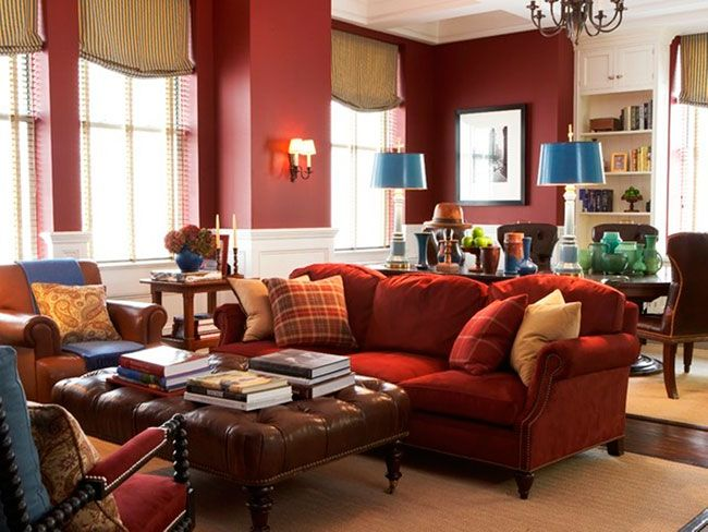 Combinação do mobiliário clássico em tons de vermelho e marsala