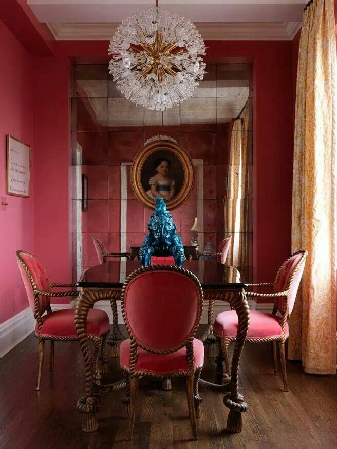 Marsala é uma cor que combina muito com decorações clássicas, podendo ser usada tanto no mobiliário quanto nos revestimentos