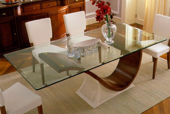 Mesa de jantar com tampo de vidro com formas orgânicas