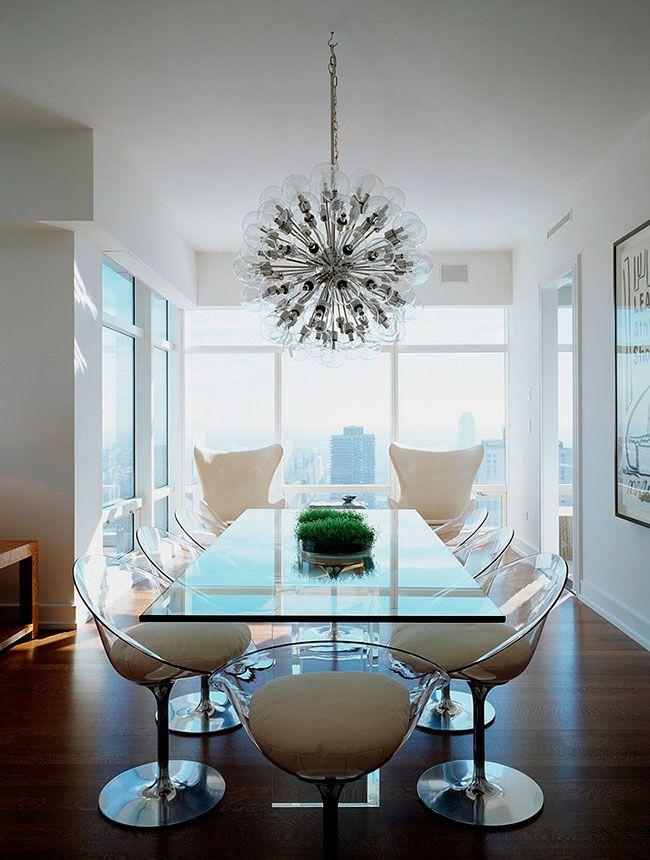 Mesa de Jantar em vidro para sala com cadeiras contrmporâneas