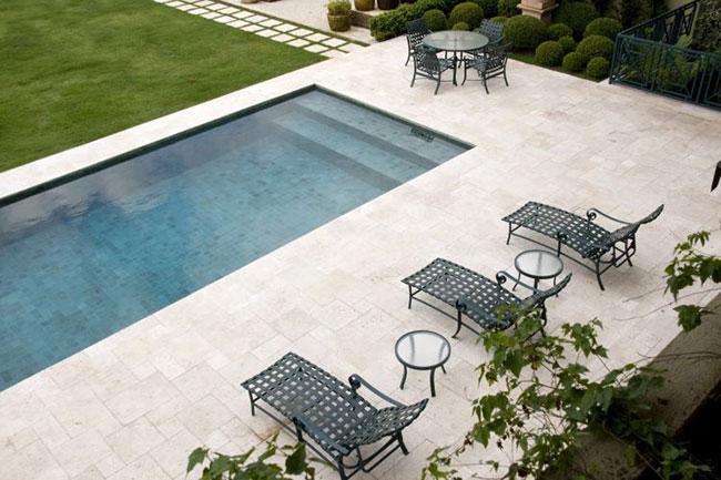 Piso para piscina em mármore travertino
