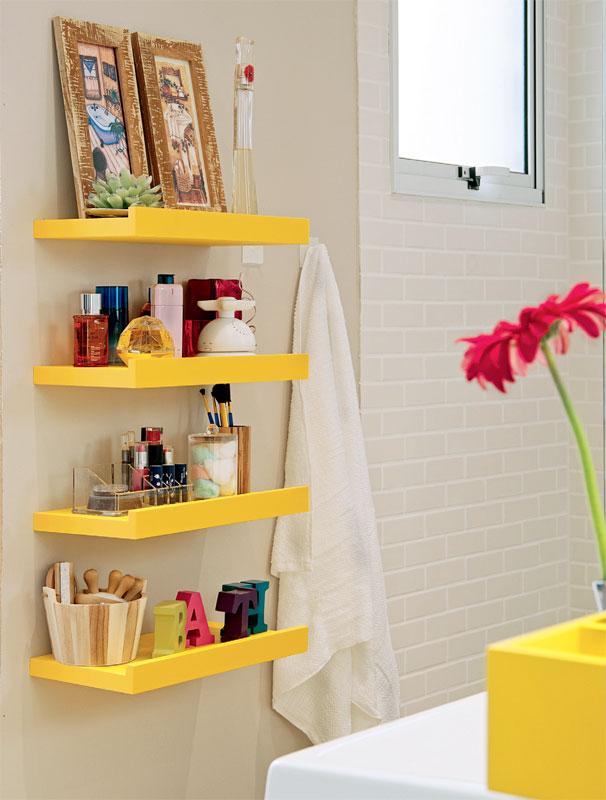 Prateleiras para banheiro simples em amarelo