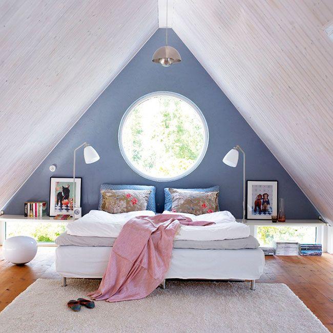 Quarto de Casal com janela redonda marcando o eixo de simetria