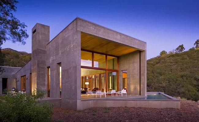 Fachada contemporânea de casa em concreto monolitico