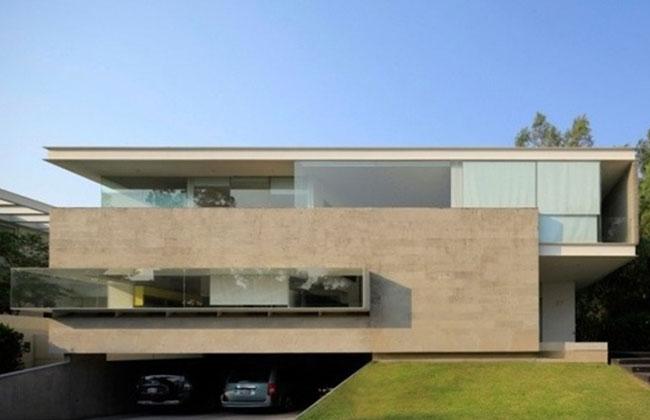 Casa moderna com garagem de fachada de concreto