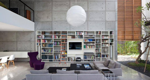 Parede de concreto aparente em sala de estar