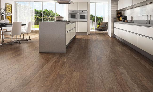 Assoalho de madeira em cozinha moderna