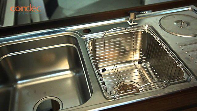 Lixeira de embutir em cozinha inox
