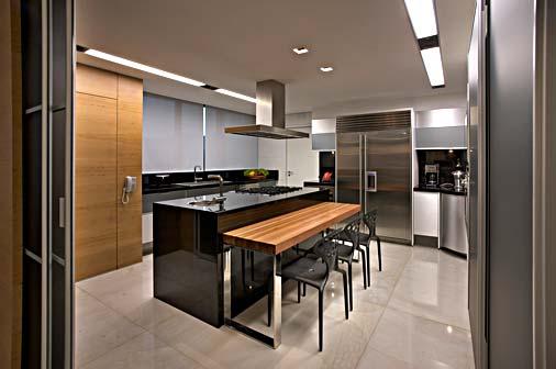 Cozinha de granito preto com módulos de embutir