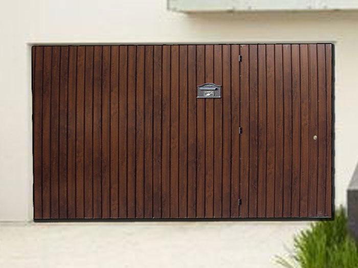 Portão de madeira para garagem residencial