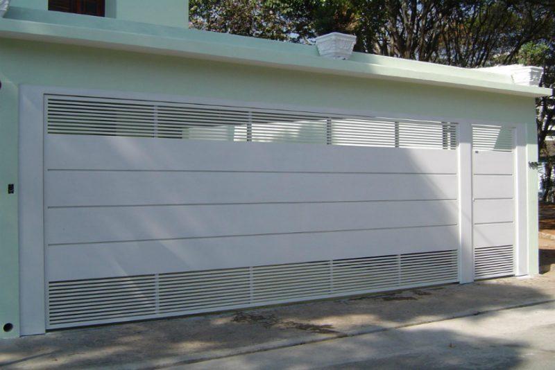 Portão de madeira esmaltado