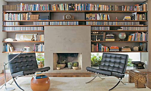 Estantes de livro residenciais - ajudam a decorar o projeto de arquitetura de interiores