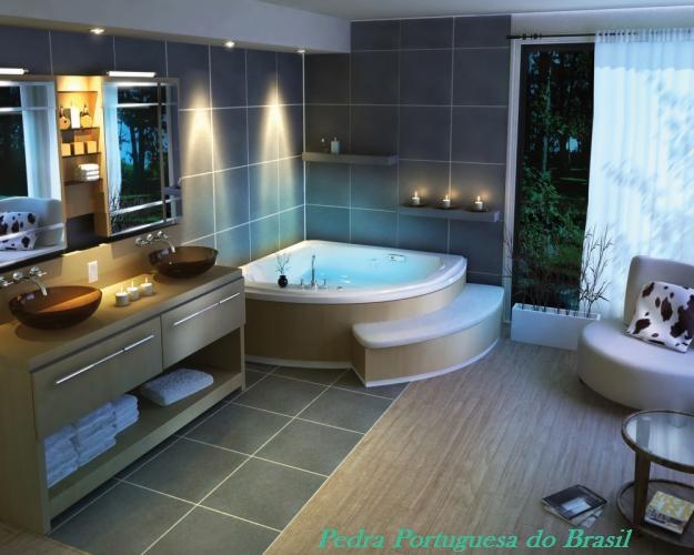 Banheiro com piso em ardósia negra