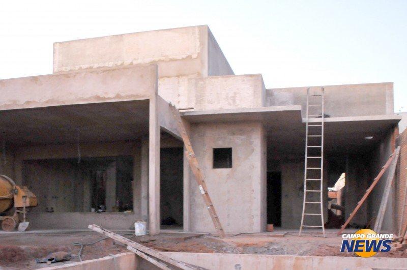 Casa popular construída com paredes de concreto