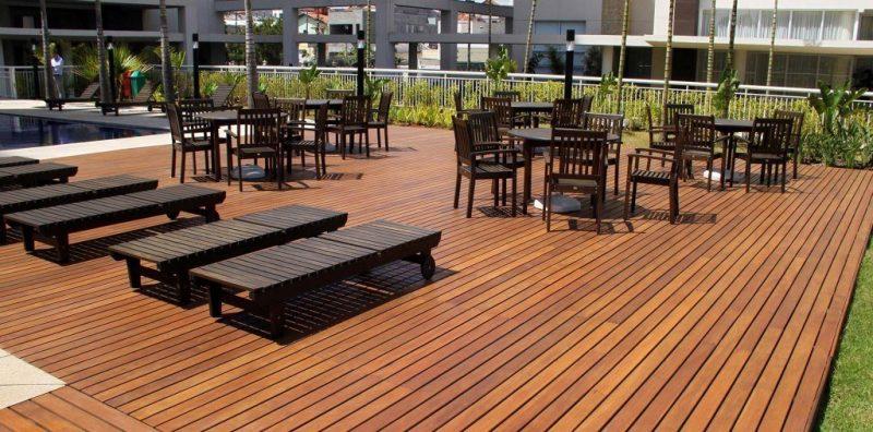 deck de madeira externo