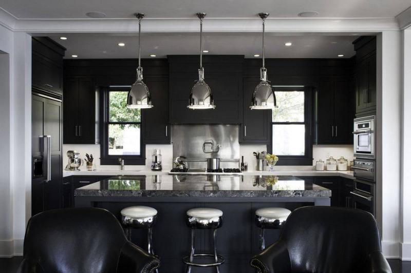 decoração com muito preto fica até difícil iluminar