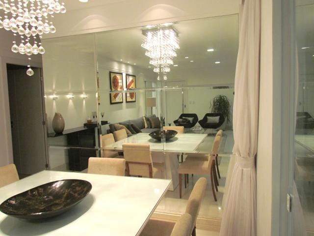 Espelhos na sala de jantar