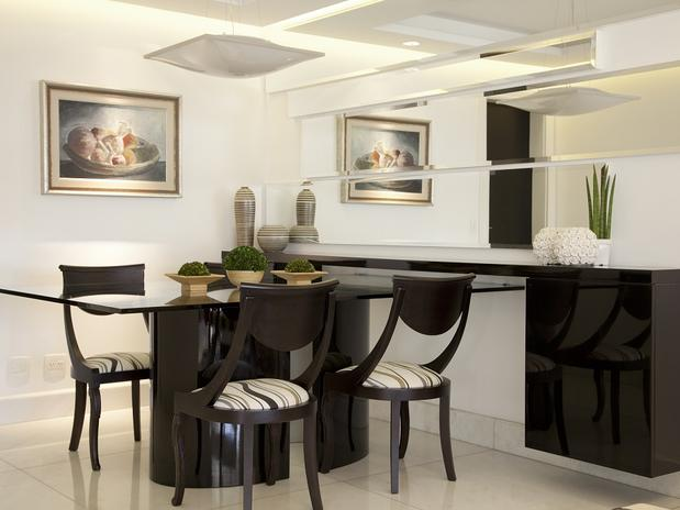 Sala De Jantar Decorada Com Tapete ~ Espelho decorativo na sala de jantar sobre o aparador