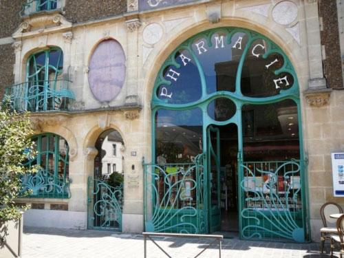 Fachada de farmácia no estilo Art Nouveau