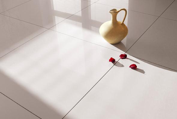 Confira fotos e ideias de porcelanato esmaltado em projetos de piso residencial