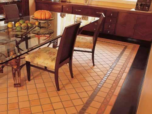 Sala de Jantar com piso cerâmico