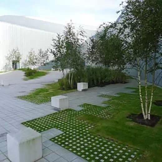piso cimenticeo usado em jardim moderno