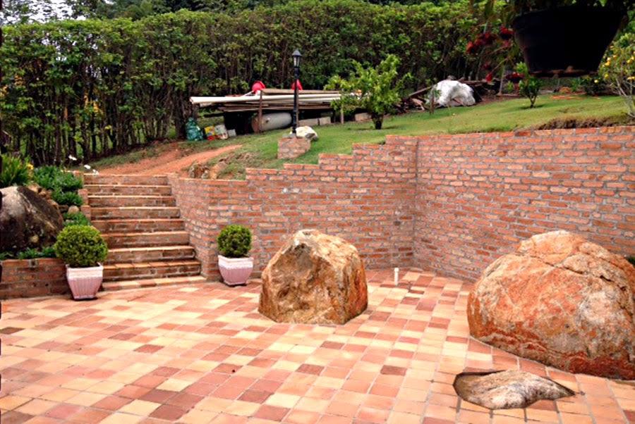 piso de pedra rústica na área externa